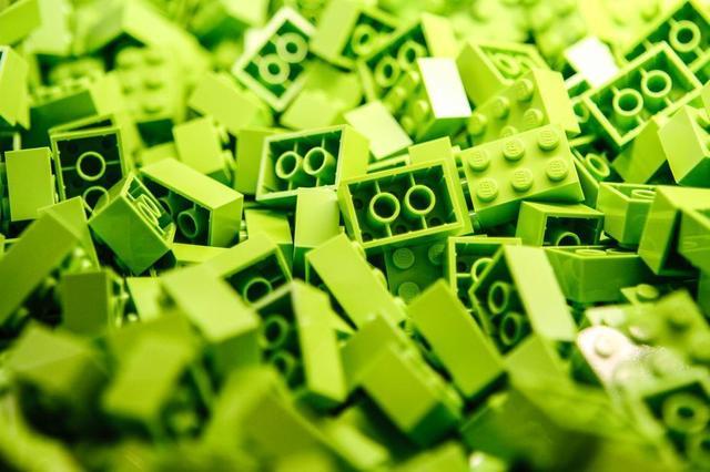 a-pile-of-lime-green-lego-blocks.jpg