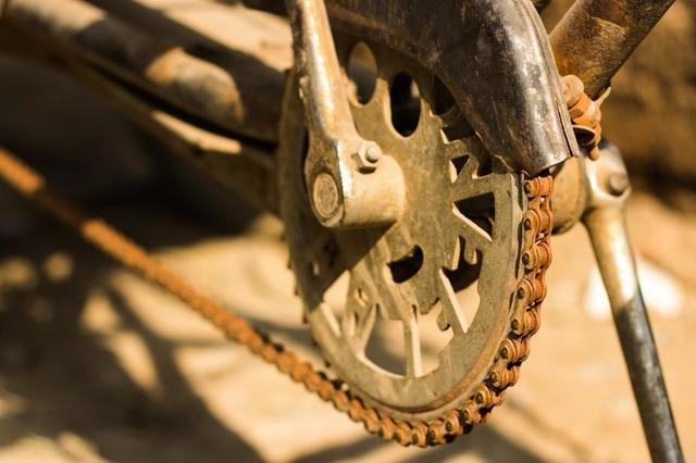bicycle-chain-rusted-and-covered-in-dirt.jpg