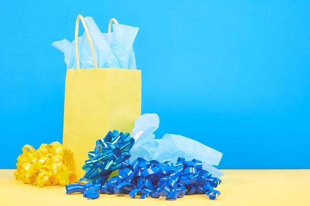 blue-yellow-gift-wrap.jpg