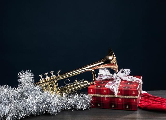 christmas-holiday-festive-decor.jpg