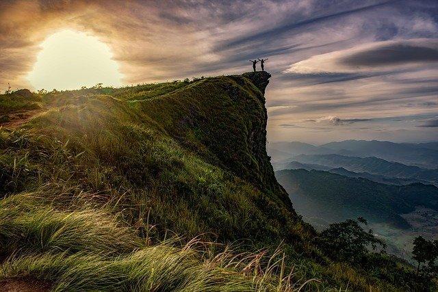 cliff-1822484_640.jpg