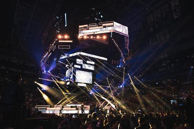 concert-at-arena.jpg