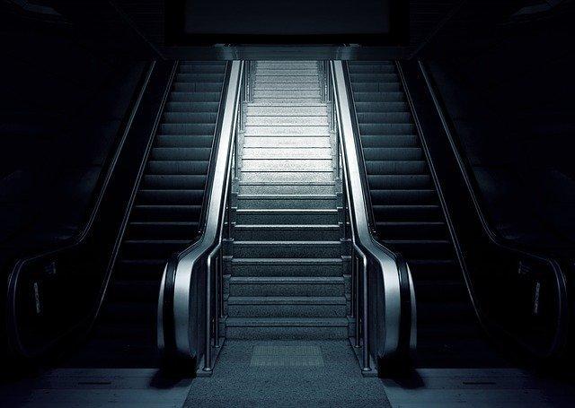 escalator-769790_640.jpg