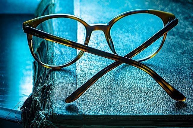 eyeglasses-4748395_640.jpg