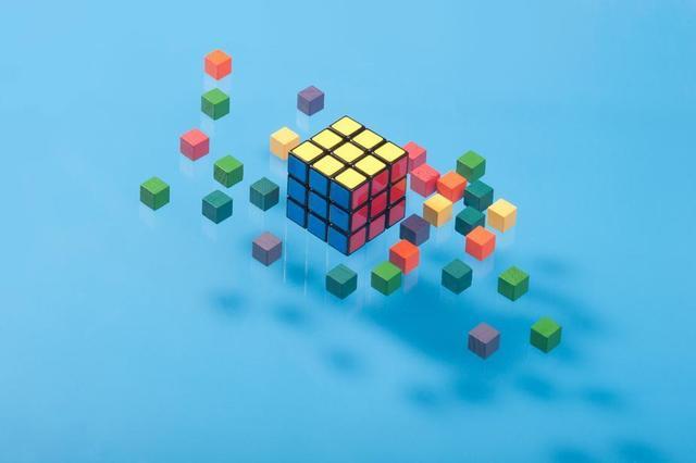 floating-cubes-on-blue.jpg