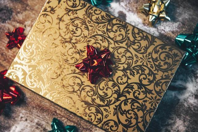 gold-gift-box.jpg
