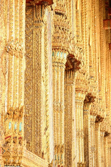 golden-elegant-columns.jpg