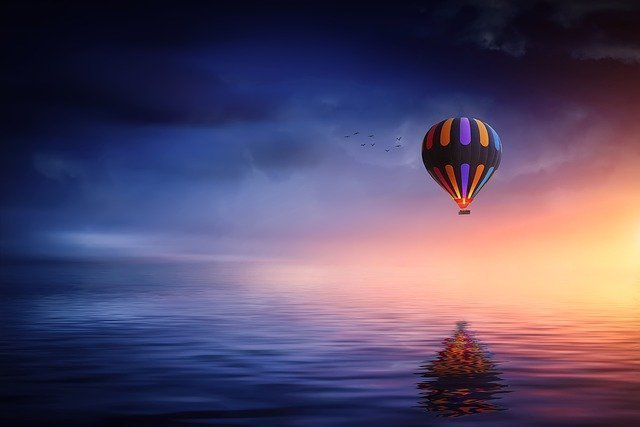 hot-air-balloon-2411851_640.jpg