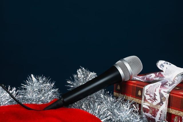 microphone-for-christmas-carols.jpg
