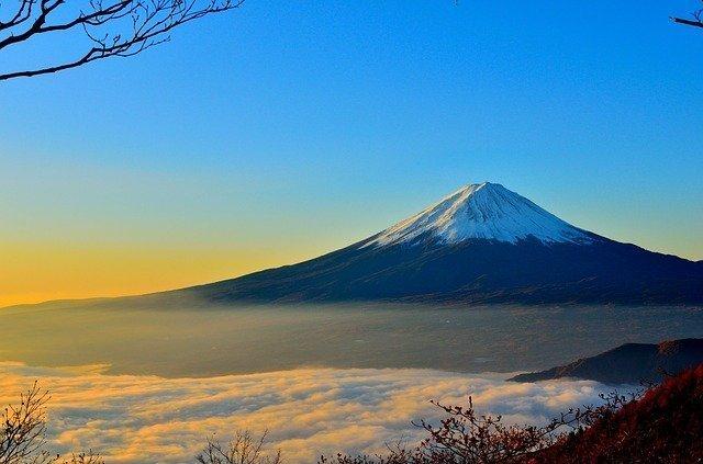 mountain-477832_640.jpg