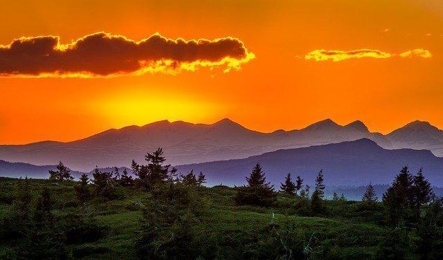 mountains-1113547_640.jpg
