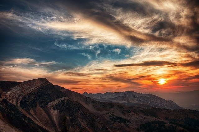 mountains-440520_640.jpg