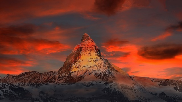 mountains-862870_640.jpg