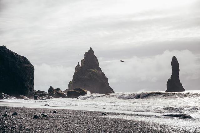 natural-pillars-in-ocean.jpg