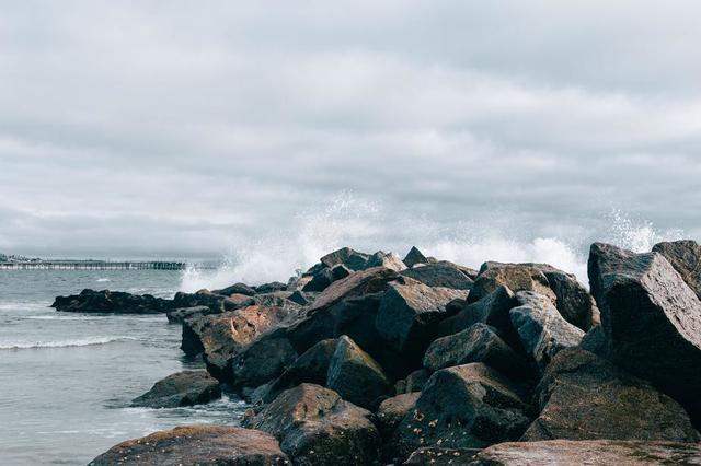 ocean-waves-on-rocks.jpg