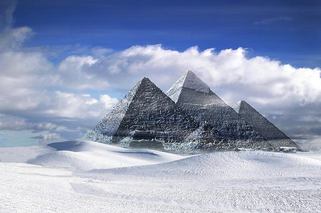 pyramids-916228_640.jpg