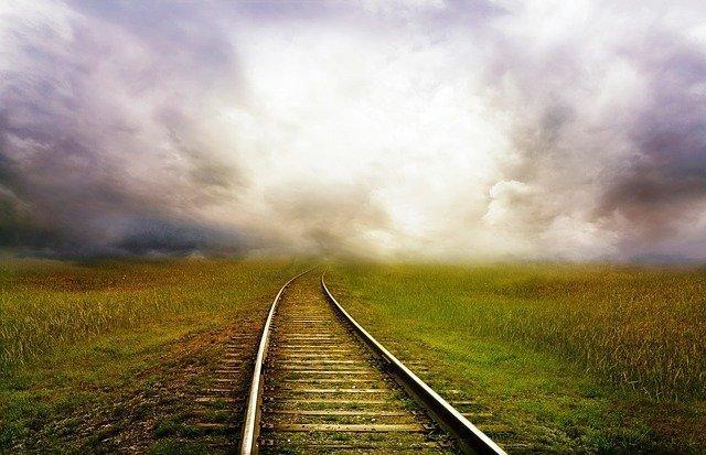 railroad-163518_640.jpg