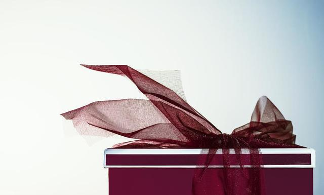 red-gift-with-ribbon.jpg