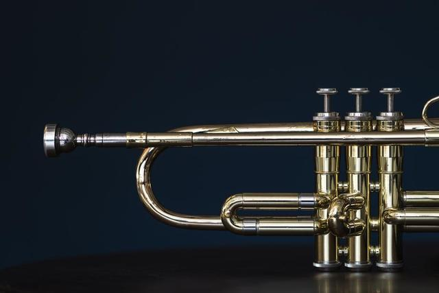 shiny-trumpet-instrument-valves-and-mouthpiece.jpg