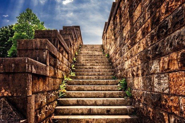 stairs-3614468_640.jpg