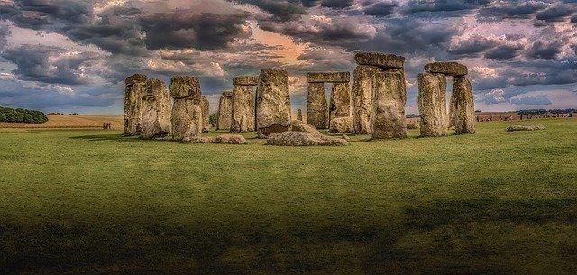 stonehenge-1590047_640.jpg